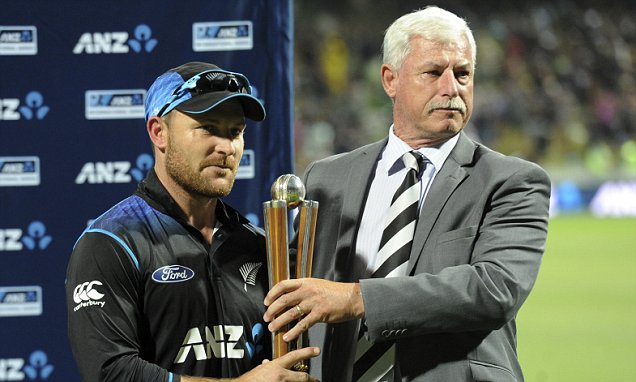 Brendon McCullum receives the Chappell-Hadlee Trophy from Richard Hadlee. (dailymail.co.uk)